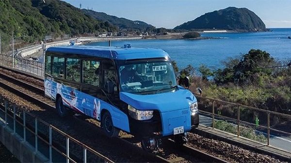 This Japanese bus can have wheels and tracks and can be premiered at the Tokyo Olympics