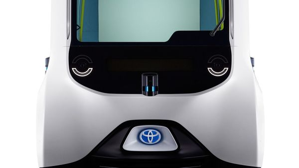 Toyota e-palette comes equipped with cameras and LiDAR that helps the vehicle to constantly monitor with a full 360-degree field of vision around it. The vehicle also checks its speed in accordance with the surrounding environment.