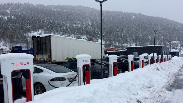 Tesla plans to open the charging network for other EVs this year