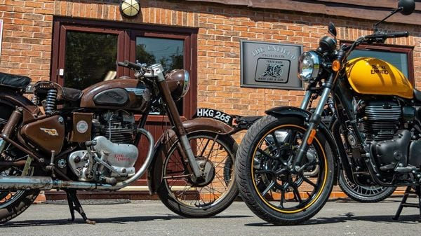 1953 Royal Enfield Meteor 700 (left) vs new Royal Enfield Meteor 350 (right) (Hitchcocks Motorcycles)