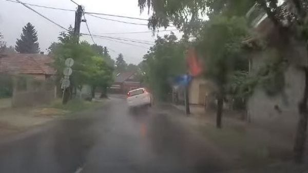 The car was literally in the air due to the impact. (Image: Youtube/Bp-i Autósok Közössége)