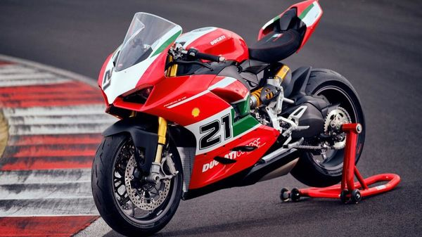 The bike also sports the number 21 which is Troy Bayliss' race number.