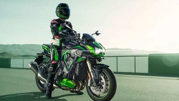 Kawasaki ZH2SE variant costs ₹25.90 lakh (ex-showroom). Its pricing will continue to remain unaffected from the new hike.