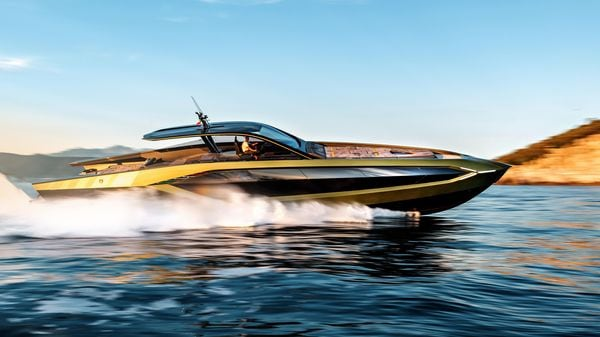 The Tecnomar for Lamborghini 63 motoryacht features all the design elements visible on the supercars of the Italian automaker.