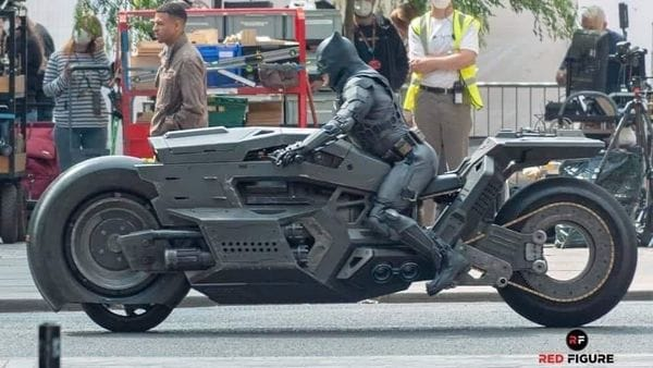 The front of this Batcycle is just a prop with a conventional smaller wheel beneath it. (Image: Autoevolution)