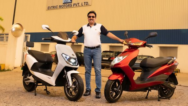 EVTRIC Motors' founder posing along with its two new e-scooters - EVTRIC AXIS and EVTRIC RIDE.