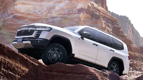 Body weight of the SUV has gone down by 200 kilos. It also has a lower center of gravity with an enhanced front-rear weight distribution. Its developed high-mount double-wishbone front and trailing-link rigid-axle rear suspension offers the user more comfort and steering stability. The hydraulic steering wheel makes the car capable of being driven in harsh environments. (Toyota )