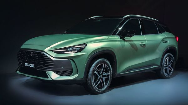 The front profile of MG One SUV.
