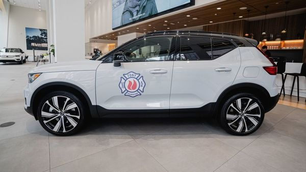 Image of the Volvo XC40 Recharge SUV taken from @FDNY Twitter handle.