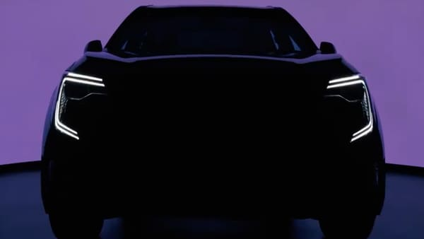 Mahindra XUV700 will officially make debut on August 14. (Photo courtesy: Twitter/@MahindraXUV700)