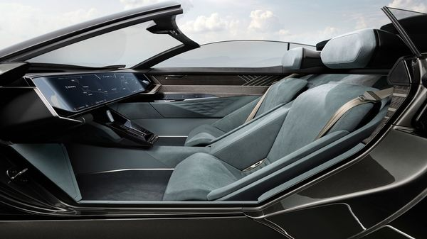 The Audi Skysphere is also capable of transforming the interior from an autonomous mode to a regular driving mode. During autonomous mode, the steering bar gets hidden and the dashboard turns into a giant touchscreen.