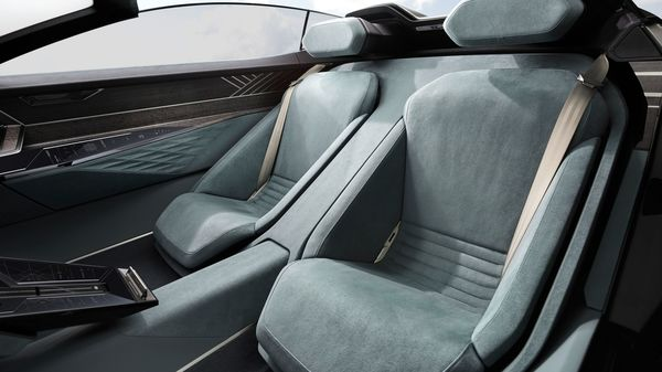 The seats are upholstered in sustainably produced microfiber fabric. Environmentally certified eucalyptus wood and synthetic leather are other sustainable manufacturing materials that can be found inside.