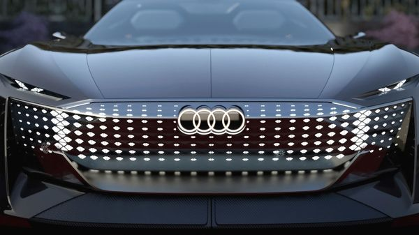 In terms of design, the Skysphere EV has a single-frame grille at the front which can be illuminated. The fully covered panel is dotted with several LEDs for a unique light sequence.