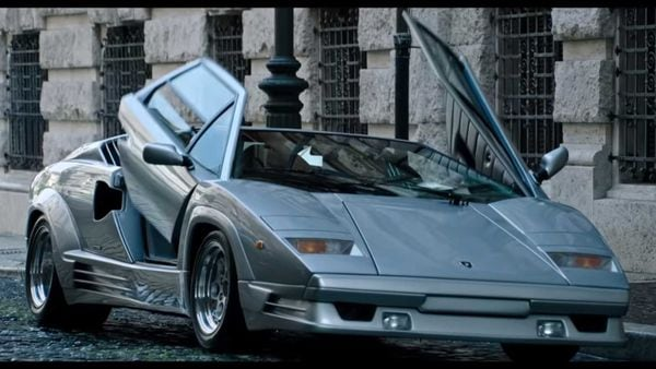 Lamborghini Countach 25th Anniversary Edition was built in a limited number of 658 units. (Image: Youtube/MGM)