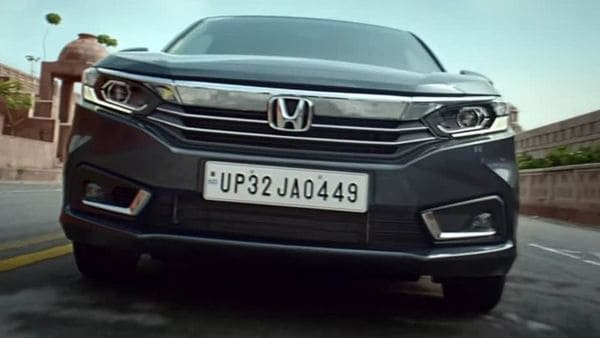 The 2021 Honda Amaze facelift gets a new face with reworked grille. It has now shed the thick chrome with a slicker one. The new chrome slat connects the headlamps and two sleek slats below. The air intakes and front bumper look more sculpted.