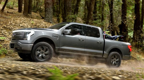 Ford F-150 Lightning electric pickup truck will come with a range of 370 kms on single charge.
