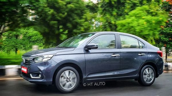 The new facelift has introduced several minor cosmetic changes to the new Amaze, most of which are majorly concentrated to the front of the compact sedan. (HT Auto/Sabyasachi Dasgupta)