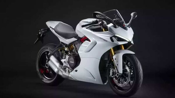 For 2021 the Ducati SuperSport has received a significantly updated exteriors.