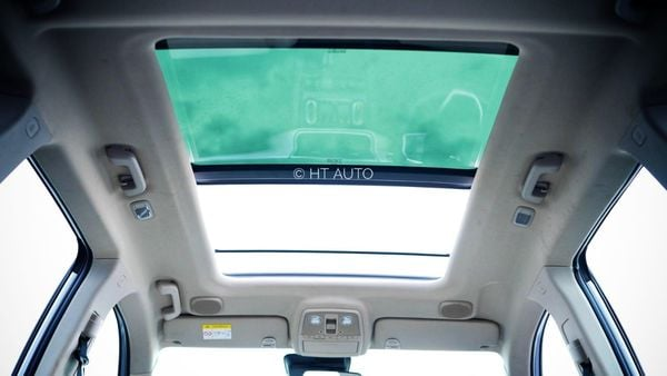The just-launched Mahindra XUV700 gets a mammoth skyroof. (HT Auto/Sabyasachi Dasgupta)