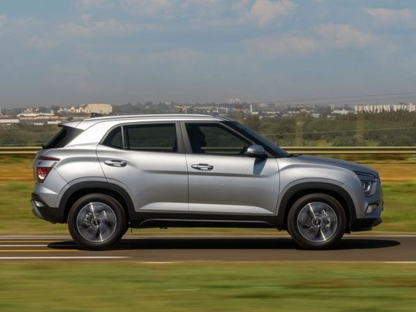2022 Hyundai Creta facelift also gets other safety features like driver Fatigue Detector, Adaptive High Light, Adaptive Speed Control. Six airbags, four-wheel disc brakes among several others.