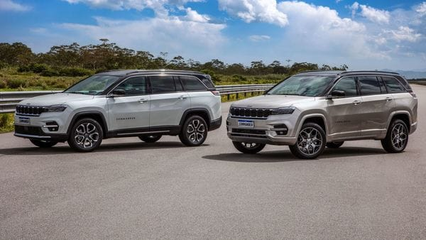 In size, Jeep Commander SUV is much larger than the Compass SUV.It stands 4,769 mm in length, about 36 cm longer than the Compass, 1,859 mm wide, 1,682 mm in height and gets a 2,794 mm of wheelbase.