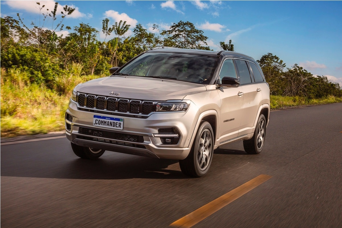 The price of Jeep Commander SUV starts at R$ 199,990 (roughly converted to <span class='webrupee'>₹</span>28.23 lakh). When launched in India, the Jeep Commander SUV is likely to be called Meridian. It will rival the likes of upcoming Volkswagen Tiguan, MG Gloster and others.