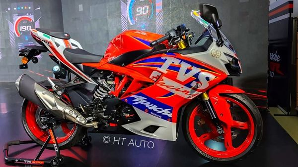 2021 TVS Apache RR 310 comes with a stylish and marginally updated design.