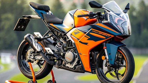 The new generation KTM RC 390 comes with appealing visual updates compared to the outgoing model. (Image: Facebook/Rok Bagoros)