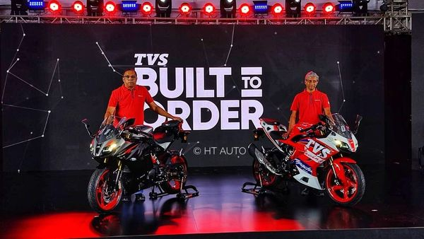 2021 TVS Apache RR 310 will be offered in two customisation options with Dynamic kit and Race kit.