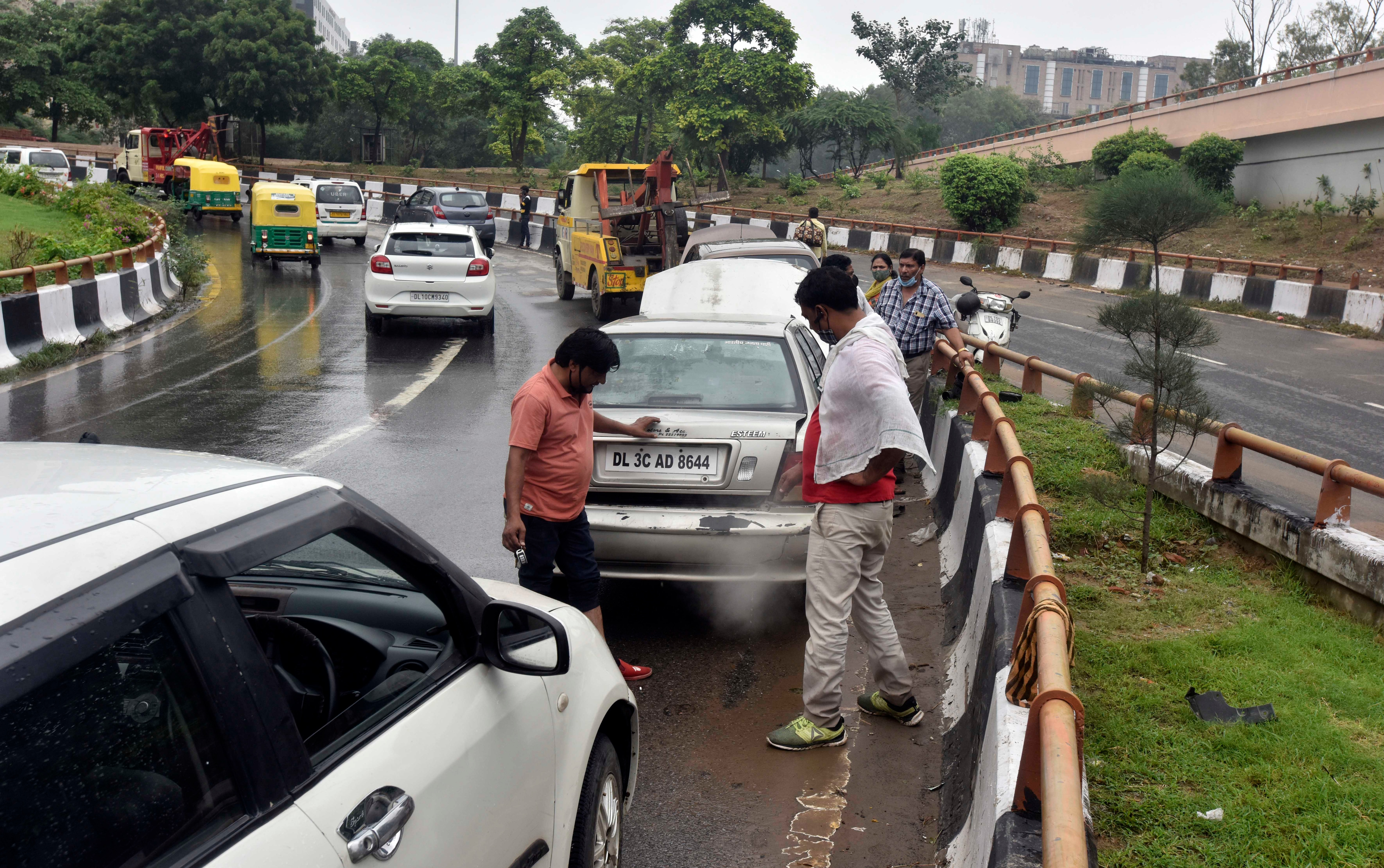 Numerous incidents of accidents as well as vehicular malfunctions only contributed to the traffic mess. (Sanjeev Verma/HT PHOTO)
