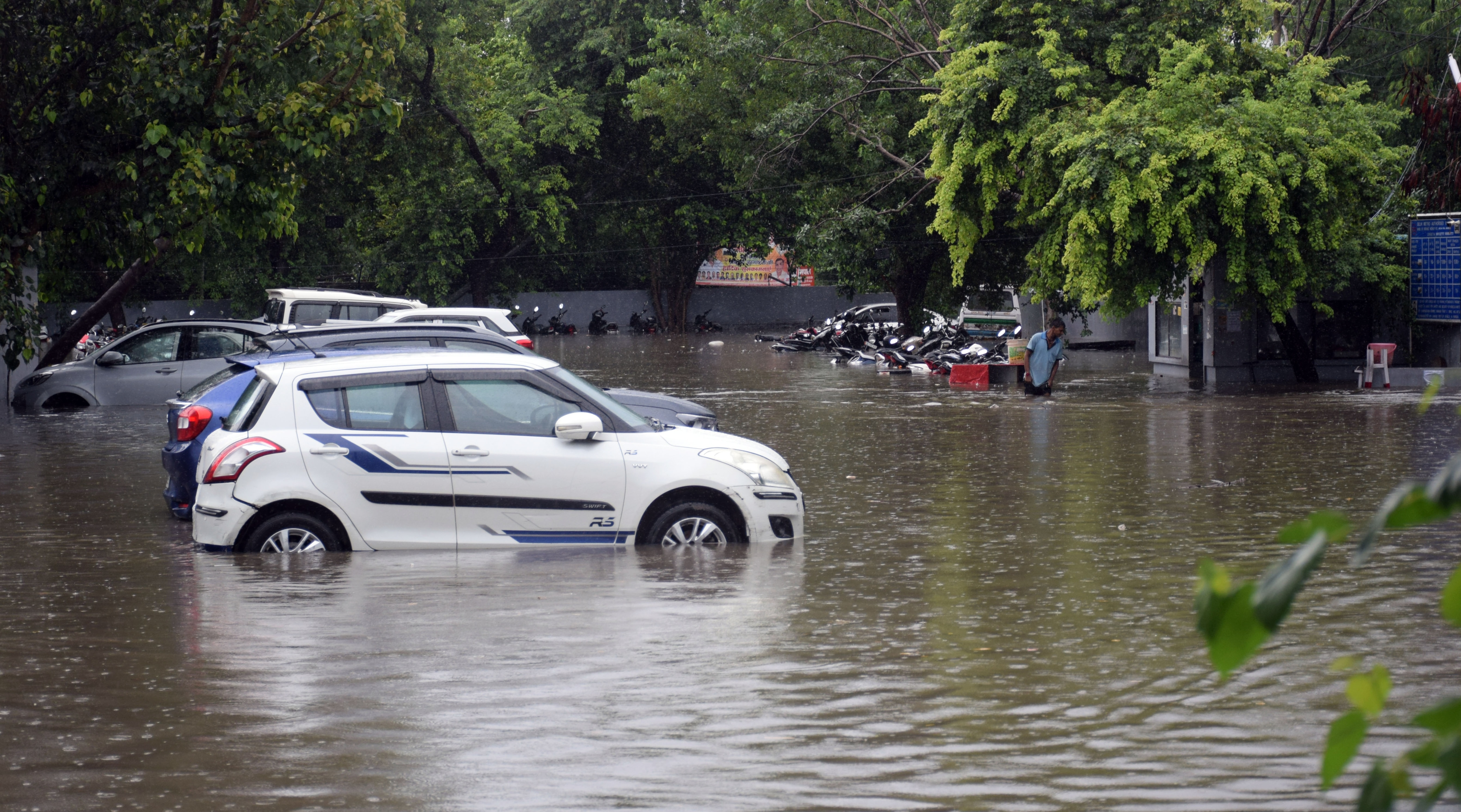 Many vehicle got stuck in water-logged stretches after persistent rain lashed Delhi. This photo is from near AIIMS hospital. (Sanjeev Verma/HT PHOTO)