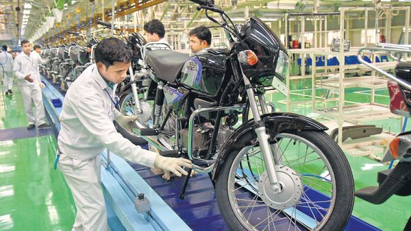 Hero MotoCorp has sold 420,609 units of motorcycles and 33,270 units of scooters last month. (MINT_PRINT)