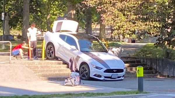 The white Ford Mustang in damaged state. (Twitter/@askthetodd)