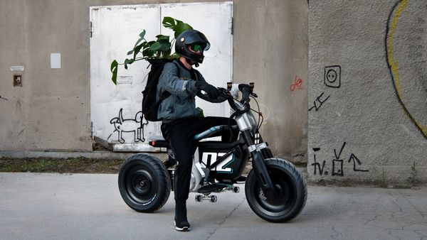 BMW Motorrad Concept CE 02 e-bike comes with a truly unconventional design that is inspired by skateboards.