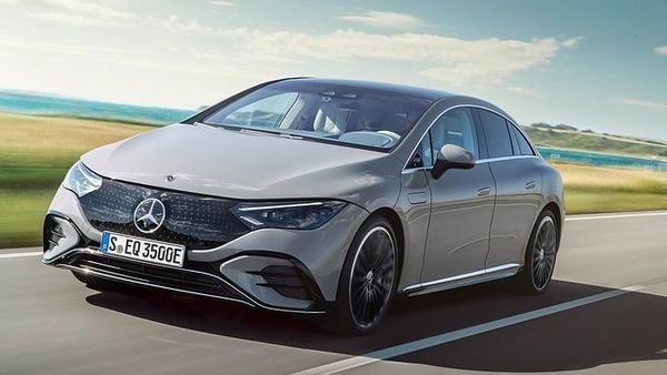 Mercedes-Benz has unveiled its all-new electric EQE sedan. This executive electric sedan is based on Mercedes' premium EV architecture. It will sport a battery pack of 90 kWh that will provide the EV with a range of 660 km on a single charge. The automaker is also planning a performance variant of this new electric model. (Daimler)
