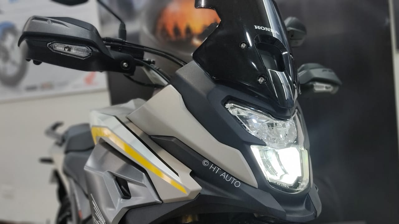 The new CB200X is basically a derivation of the Hornet 2.0's platform. It gets a full LED lighting package throughout and also benefits from the Hazard Switch feature. Its body panels have been wrapped around a diamond type steel frame. (HT Auto)