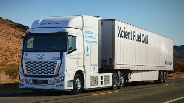 2021 Hyundai XCIENT heavy-duty truck is equipped with a 180-kW hydrogen fuel-cell system