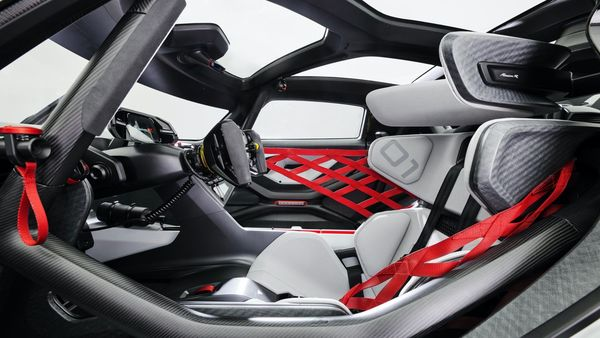 The interior is largely made of natural fibre reinforced plastic (NFRP), the basic material of which is made from flax fibres that have been obtained from farming. Porsche has also used this material for the front spoiler lip, the diffuser and the side skirts.