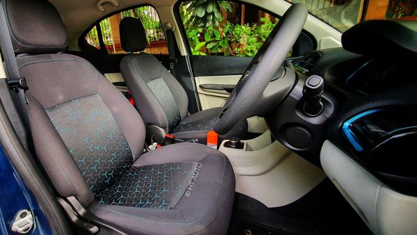 Other feature highlights in the cabin are cooled glove box, flat-bottomed steering and automatic temperature control. It also has enough space to store documents and other personal belongings of the user. (HT Auto/Sabyasachi Dasgupta)