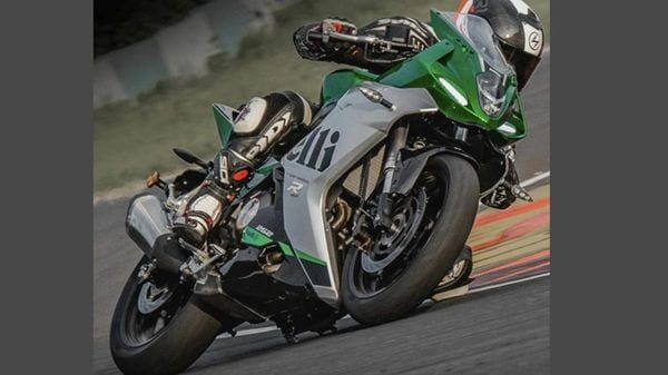 Benelli 252R has gone on sale in the Chinese market at 25,800 Yuan, which converts to ₹2.94 lakh.
