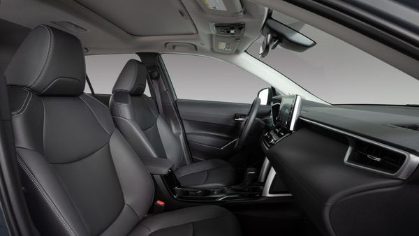 Interior will also sport a power moonroof, as well as single and dual-zone automatic climate control. The driver's seat gets 10-way power adjustable feature with lumbar support and ventilation.
