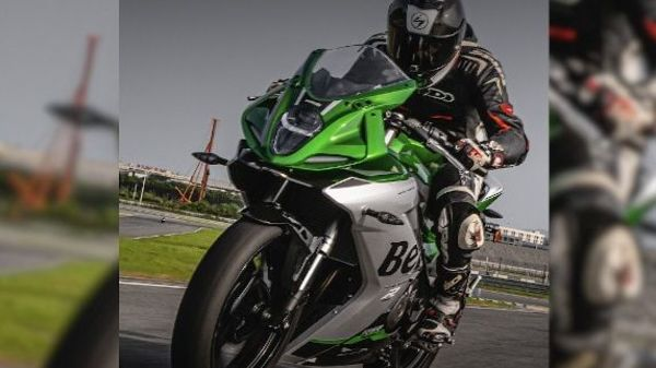 At the heart of the new bike sits a 249cc DOHC parallel-twin engine that has been rated to churn out 26hp of maximum power and 24Nm of peak torque.