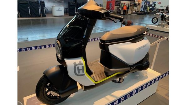 Vektorr scooter concept by Husqvarna comes based on Bajaj's Chetak Electric platform thus is expected to feature similar specifications and performance figures. (electrek.co)