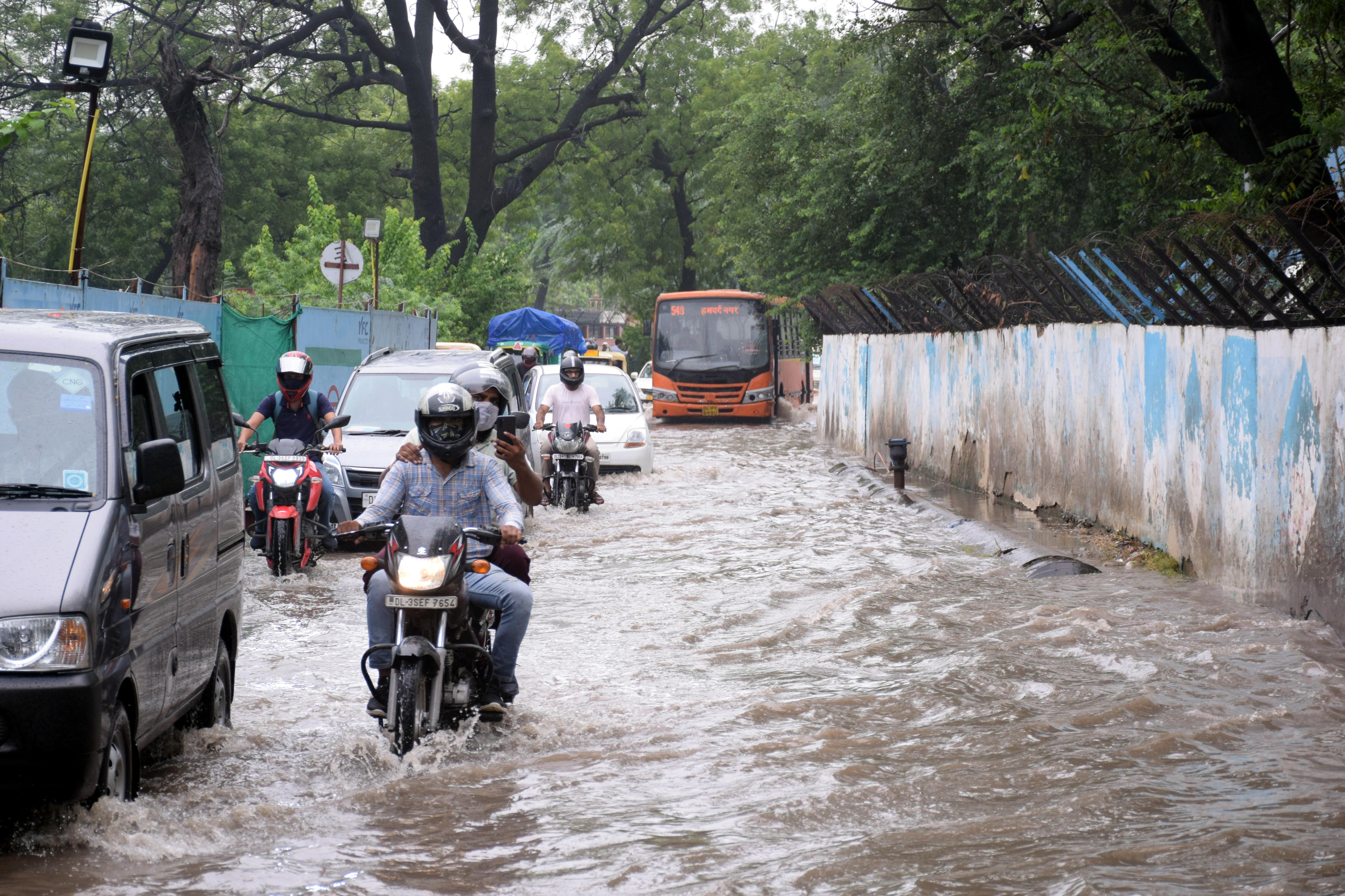 This image shows waterlogging at Pul Prahlad Pur, near Badarpur Border. The authorities had to shut traffic movement on the Pul Prahladpur underpass due to extensive waterlogging there.