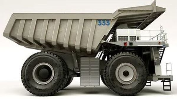The concept Rolls Royce MTU truck gets 12V 2000 engines together with mtu EnergyPack battery systems.