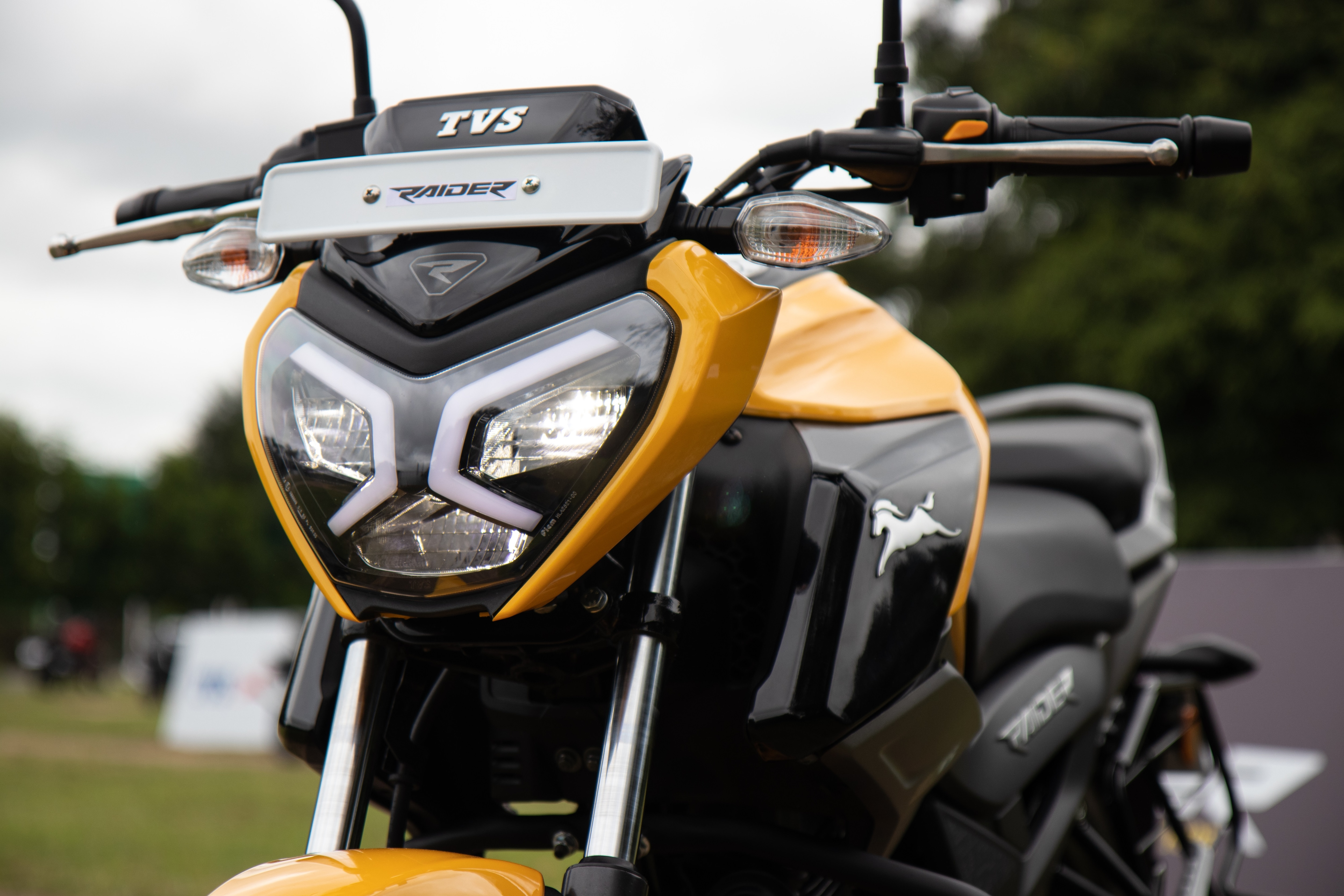 At the front of the TVS Raider sits an LED headlamp with unique-looking LED DRLs placed inside the assembly. While the headlamp is LED, indicators are traditional halogen units.