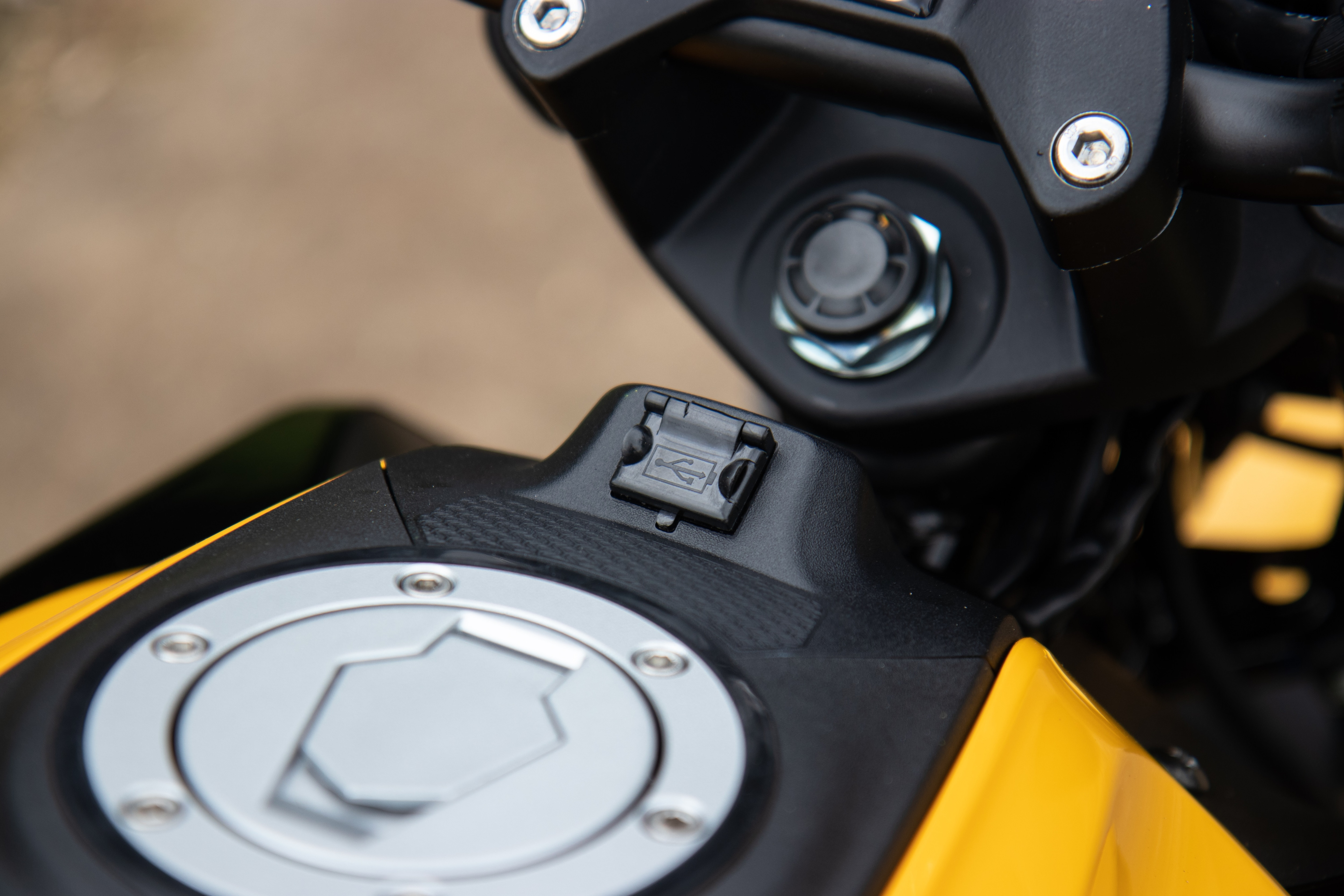 TVS has given the Raider an electric start feature and also optional USB that is placed very conveniently near the fuel tank lid.