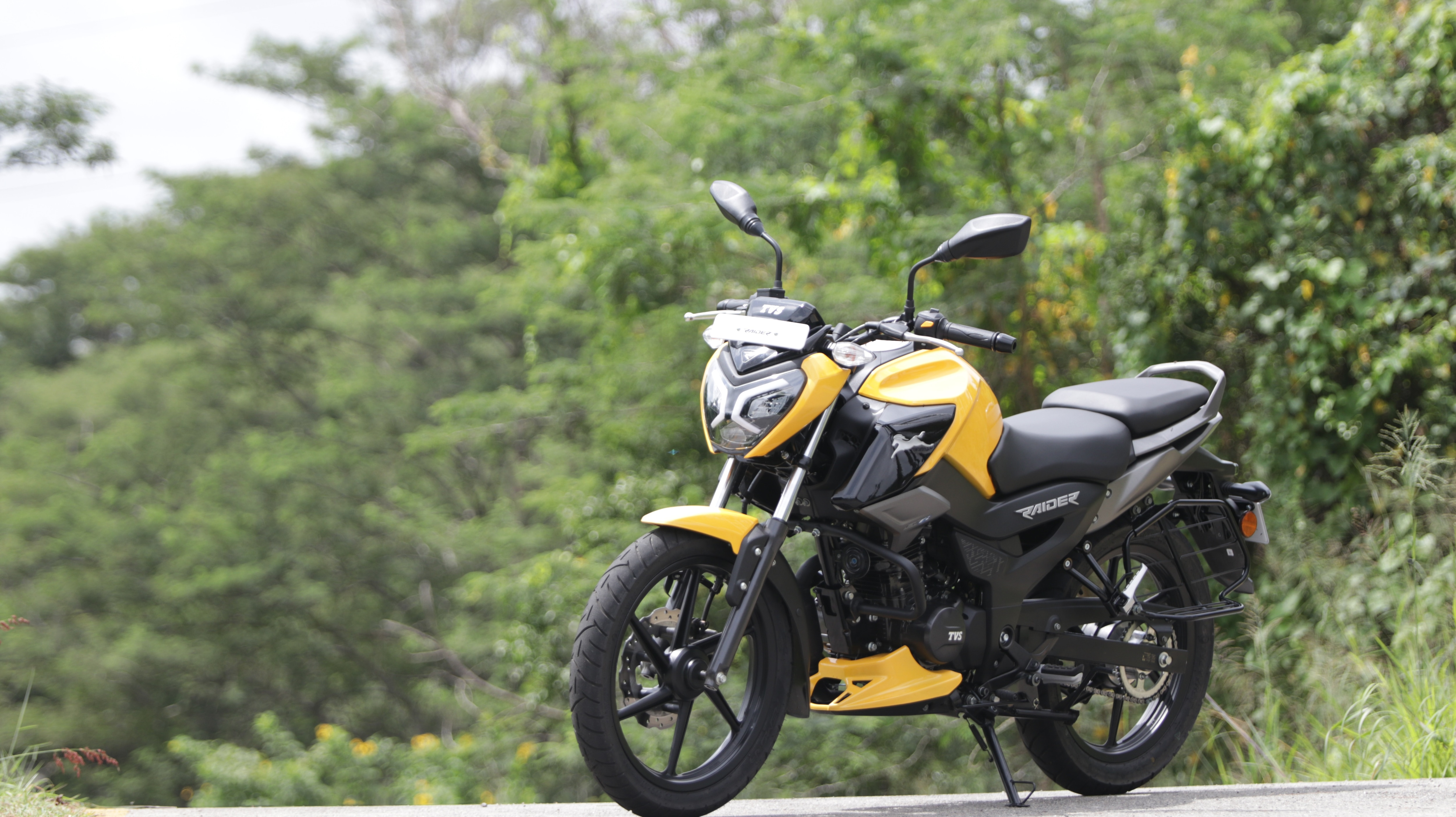 TVS Raider doesn't share any of its body components or mechanicals with the existing TVS products, making it a fairly new model from the ground up.