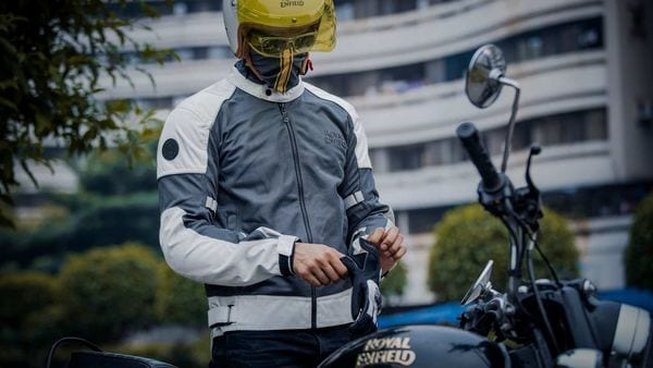 Riders can also add armour for impact protectionin their Royal Enfield jackets to areas such as chest,shoulders andback,
