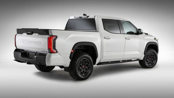 The 2022 Tundra will be available in SR, SR5, Limited, Platinum, 1794 and TRD Pro grades. The automaker has added a spring rear suspension that will allow a maximum box load capacity of 880 kg. Some of the trims will also come with rear air suspension with various adjustable modes.